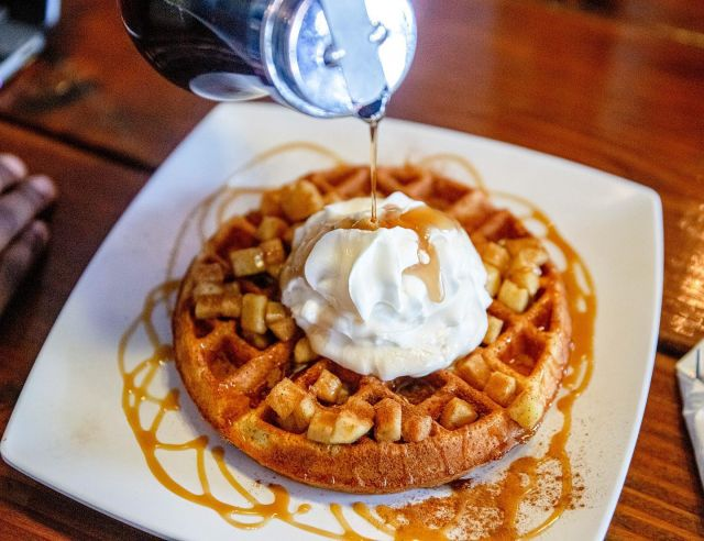 The perfect waffle-eating, coffee-sipping season 🍁 our Apple Strudel Waffle is a favorite in the fall — topped with baked apples, cinnamon, caramel, and whip 🍎